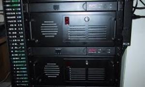 UPS gắn rack
