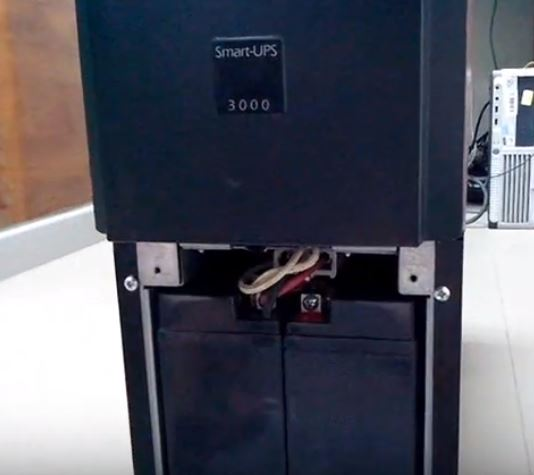 thay acquy ups apc smart ups 3000 3kva 5